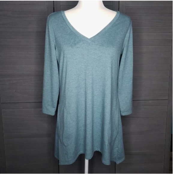 Lori Goldstein LOGO V Neck Medium Shirt Top